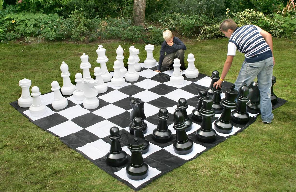 giant chess set awesome stuff to buy. Black Bedroom Furniture Sets. Home Design Ideas